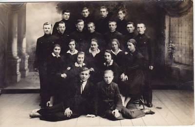 Ch. Marko. Nuotrauka. Salomėja Nėris su mokiniais. 1929-06-15