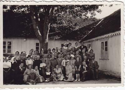 Nežinomas fotografas. Nuotrauka. Salomėja Nėris su Seinų lietuviais. 1939