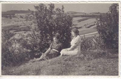 Nežinomas fotografas. Nuotrauka. Salomėja Nėris ir Vanda Daugirdaitė-Sruogienė. 1939-07-08