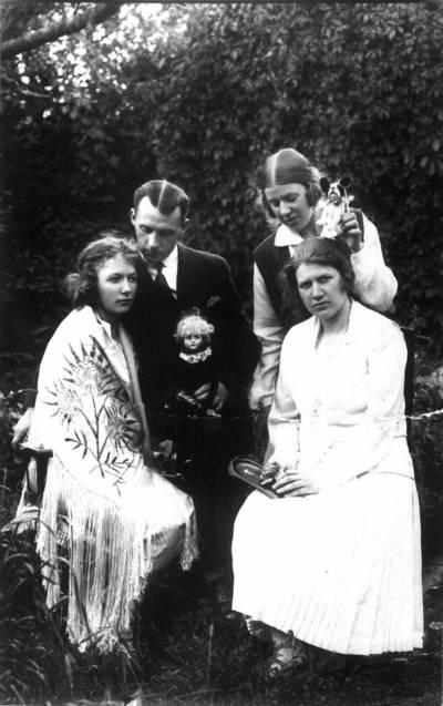 Fotografija. Trys seserys Šokelytės. 1925