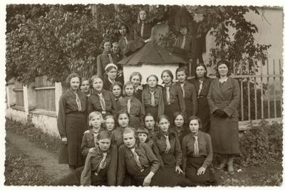 Mokytoja Julija Žukauskaitė su Jonavos mokyklos skautais / Julija Žukauskaitė ... [et al.]. - 1934.05.27