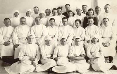 Panevėžio ligoninės gydytojai, medicinos seserys, praktikantės bei ūkio darbuotojai / Mykolas Marcinkevičius ... [et al.]. - apie 1935-1938
