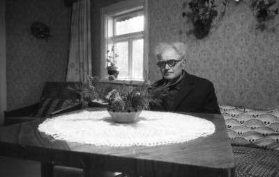 Algimanto Puodžiūno negatyvų kolekcija. Šiaulių rajono tautodailė. Tautodailininkas audėjas V. Žukauskas (1907-1993) / Algimantas Puodžiūnas