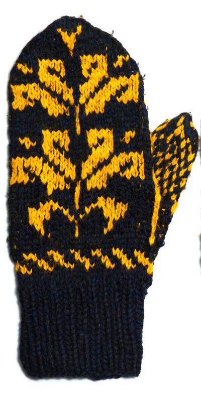 Petronėlė Butkienė. Iš vilnonių siūlų, virbalais megzta pirštinė (kairei rankai). Puošta juodų ir geltonų siūlų tulpių ornamentu. 1980