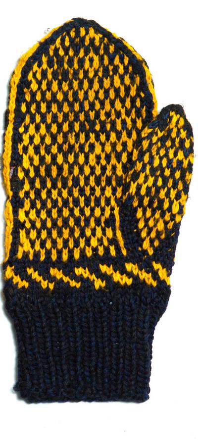 Petronėlė Butkienė. Iš vilnonių siūlų, virbalais megzta pirštinė (dešinei rankai). Puošta juodų ir geltonų siūlų tulpių ornamentu. 1980