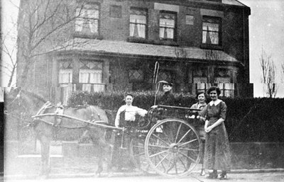 A pony and trap pictured in Ditchfield Road, Hough Green. Ditchfield Road, Hough Green came under Whiston Borough Council until 1926.