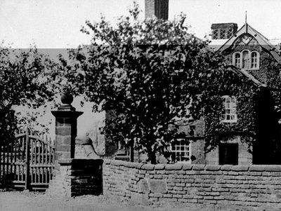 Upper House, Lower House Lane