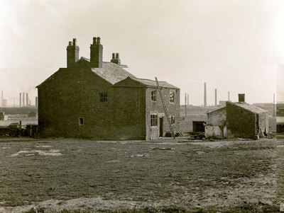 The farmhouse at the bottom of Lowerhouse Lane, now George V playing fields.