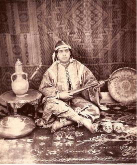 Femme avec son instrument