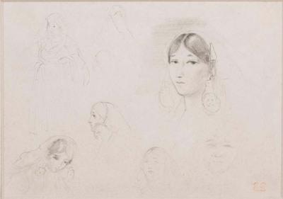 Deux croquis de femmes debout et cinq études de femmes, dont une, la plus poussée, est vue de trois quarts à gauche, les cheveux séparés par une raie médiane, de grosses boucles aux oreilles.