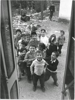 Enfants d'émigrants au moshav d'Avivim