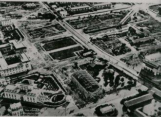 La Pl. Lyautey et le Théatre en construction en 1923