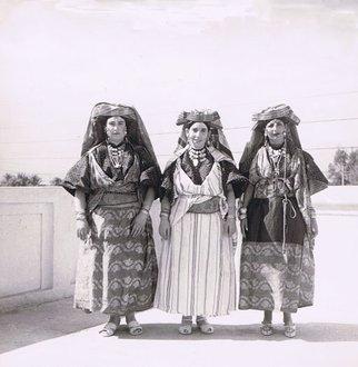 Femmes juives bourgeoises en tenue de fête à Erfoud
