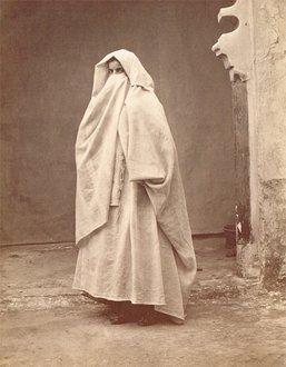 Marocaine portant le haïk
