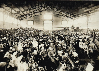 Le théâtre aux armées - Séance offerte aux blessés de Chalons, manège tirlet, en juillet 1916