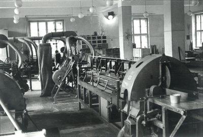 Usmerjevalna mašina v obratu Ščetinarne