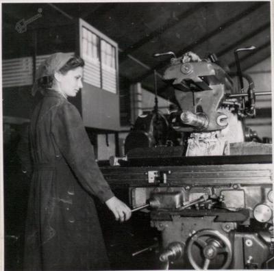 Delavka v proizvodnji