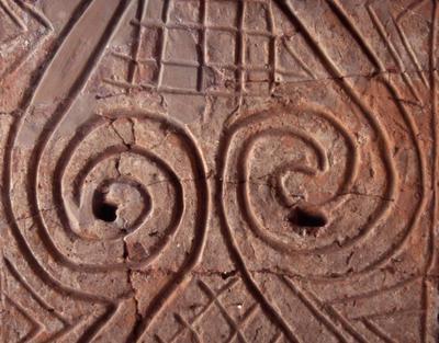 Okrašen stenski omet iz železnodobne hiše z Mosta na Soči