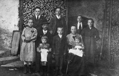 Desetčlanska družina Noč 1922