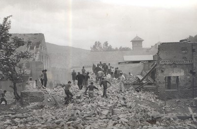 24. Na ruševinah