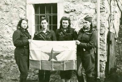 Izročitev prapora Koroškemu odredu v Solčavi