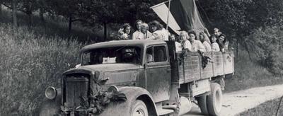 Mladinke iz Gornjega Grada na poti na prvo okrožno manifestacijo