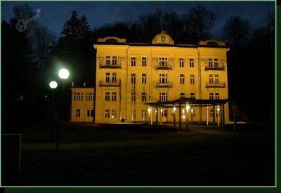 Stavba Občine Rogaška Slatina ponoči