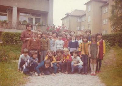 I. osnovna šola Celje, skupinska fotografija 2. d 1976/1977