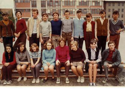I. osnovna šola Celje, skupinska fotografija 7. b 1972/1973