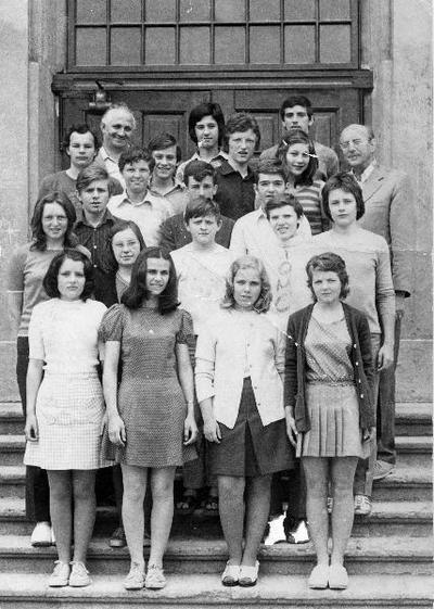 I. osnovna šola Celje, skupinska fotografija 8. b 1972/1973