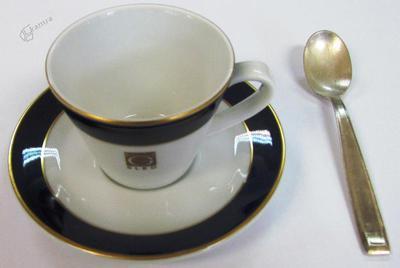 Kavna skodelica s podstavkom in žlico