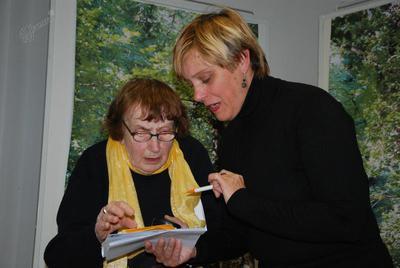 Jolka Milič in direktorica Kosovelove knjižnice