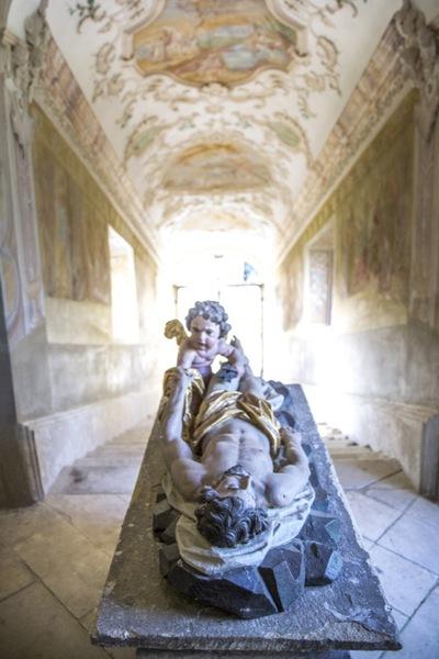14. kapela: Božji grob in svete stopnice