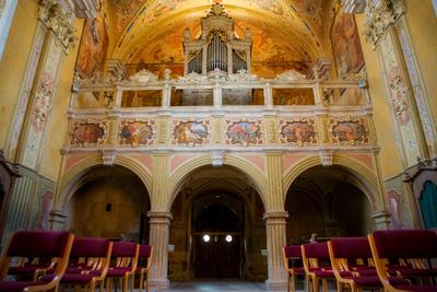 Notranjščina cerkve sv. Roka proti koru