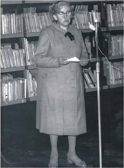Savica Zorko med govorom v knjižnici