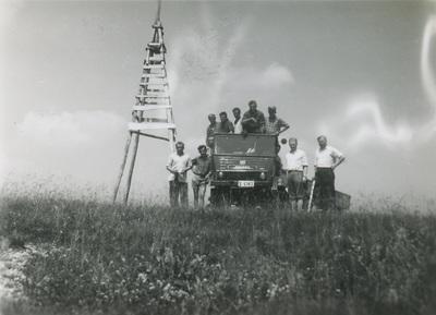 Terenski tovornjak Unimog z delavci