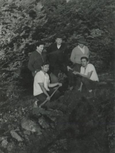 Delavci ob izkopu