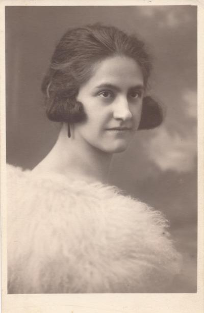 Elizabeta Savica Zorko leta 1924