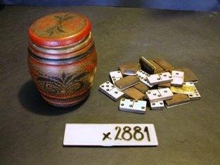 Dominospil, fundet i genbrugsbutikken