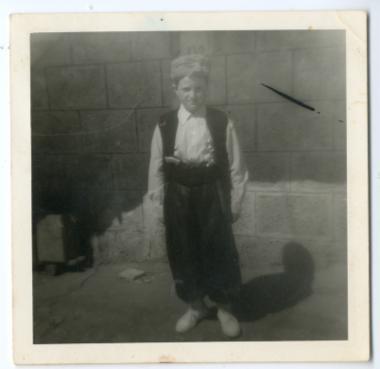 Ντυμένος Τούρκος πασάς για σχολική εορτή