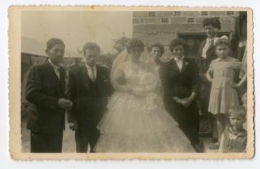Συνοδεύοντας τη νύφη