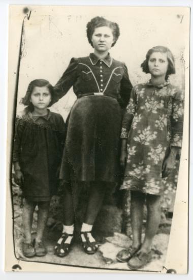 Τρεις κόρες
