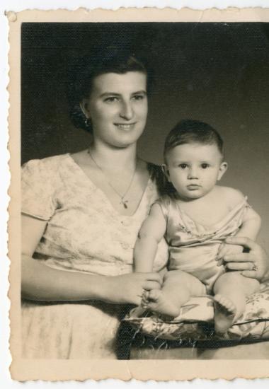 Ο Αλέξανδρος με τη μητέρα του
