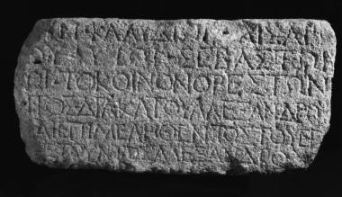 ΕΑΜ 188: Τιμητική για τον αυτοκράτορα Κλαύδιο από το κοινό             των Ορεστών