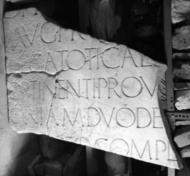 Achaïe II 034: Τιμητική για τον Γάιο Ποππαίο Σαβίνo (;), αυτοκρατορικό διοικητή Μοισίας, Αχαΐας και Μακεδονίας