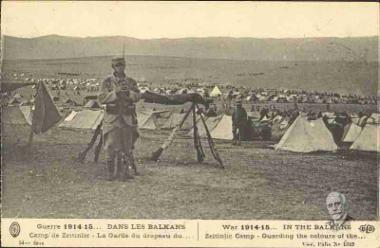 uerre 1914-15 Dans les Balkans. Camp de Zeitinlic - La Garde du drapeau du...