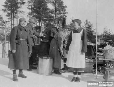 Women 'soldiers' of Finland._x000D_ They cook