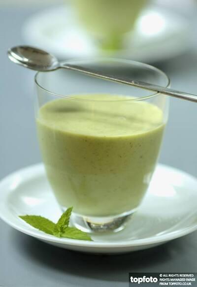 Pea & courgette soup
