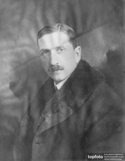 Ex Arh Duke as Portrait Painter