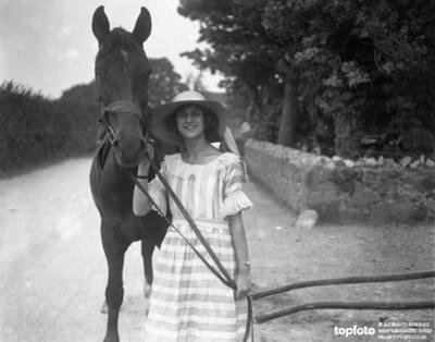 Miss Edna Maude , dancer